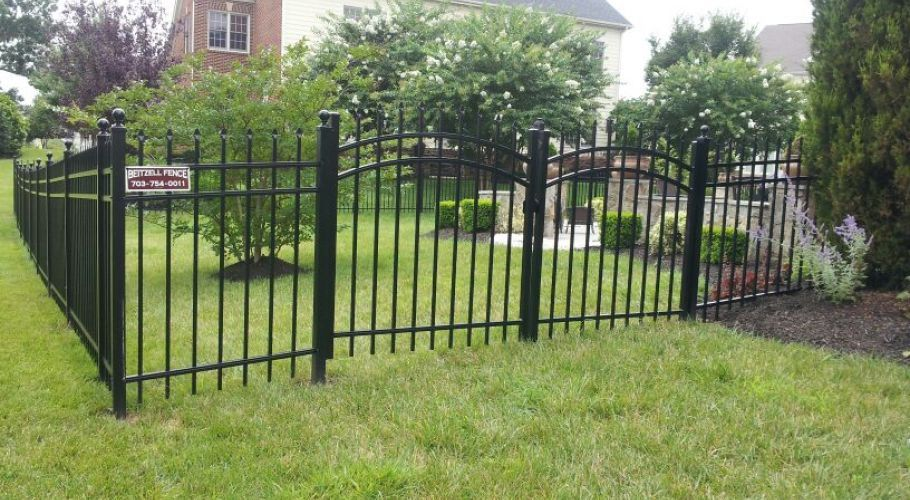 An Aluminum Fence Solves Homeowners' Woes
