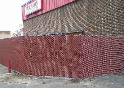 6' Chain Link with Red Privacy Slats