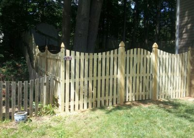 6' Space Picket with Dip & Gothic Posts