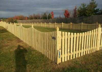 Space Picket with Dip & Gothic Posts