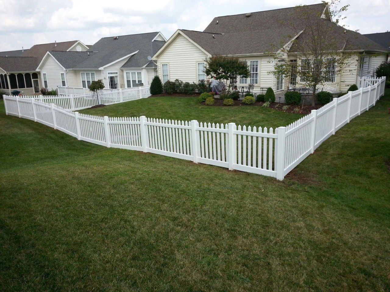 white vinyl fence around backyard
